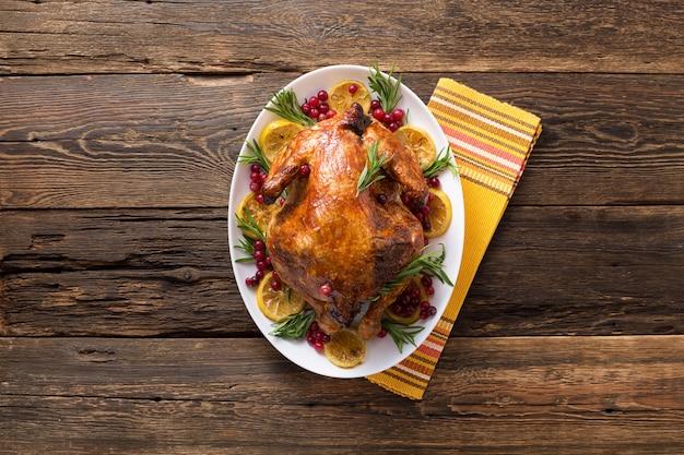 Цыпленок благодарения на деревянном столе гала-ужин
