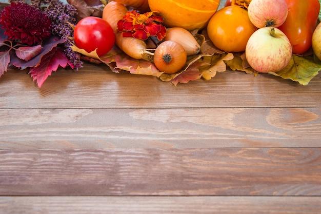葉、果物、野菜の感謝祭の構成