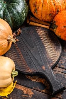 感謝祭の日または秋のカボチャの休日の背景。上面図。