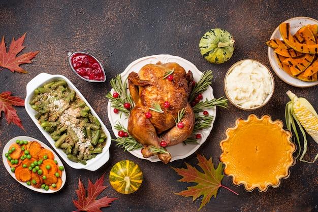 感謝祭の伝統的なお祝いディナー