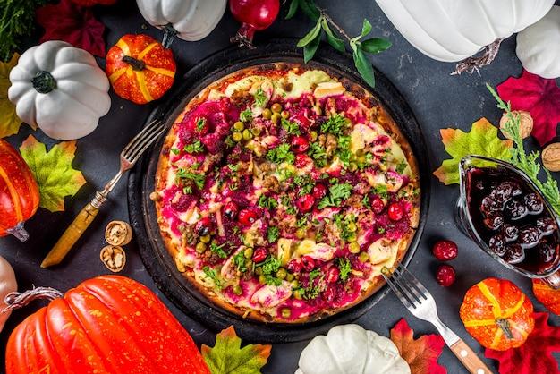 추수 감사절 남은 피자, 피자 형태의 클래식 칠면조 남은 타르트 또는 샌드위치
