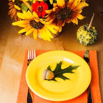 День благодарения: сервировочный стол к обеду
