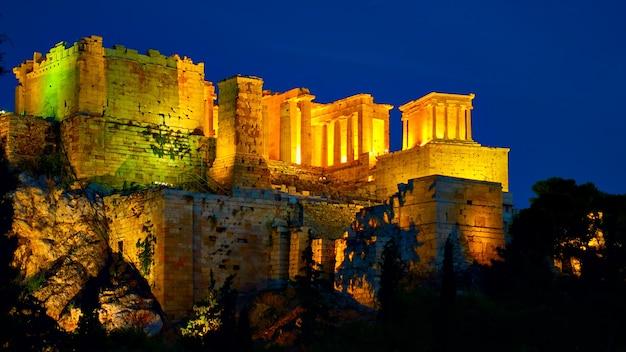 밤에 조명이 있는 아테네의 아크로폴리스, 그리스