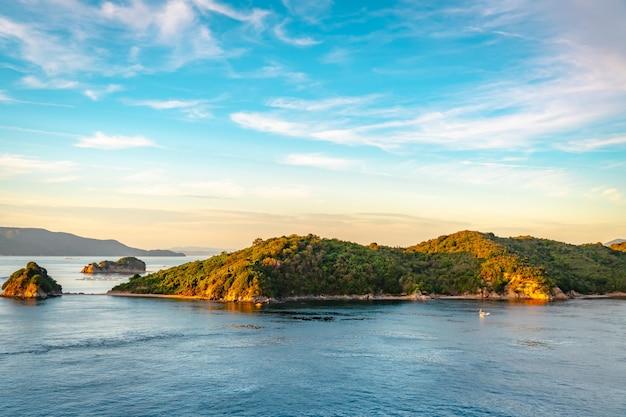 高松のエキゾチックな楽園の島と海の空撮