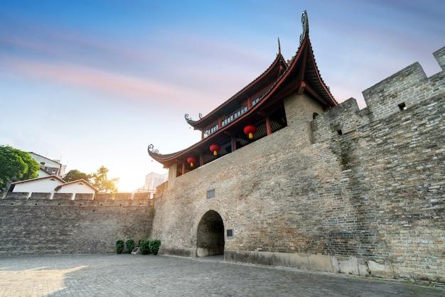 中国広西チワン族自治区柳州市の古城門。