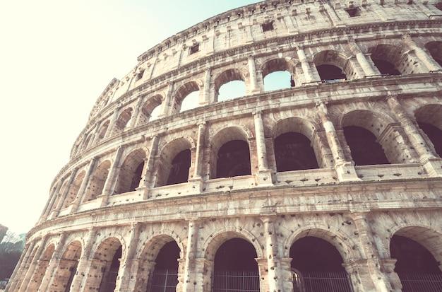 ローマの古代コロッセオ
