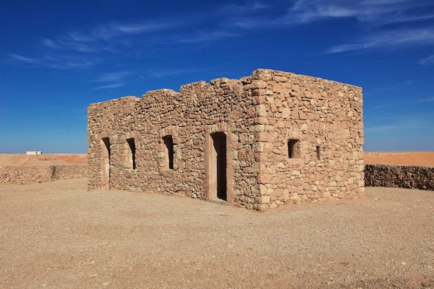 Древняя крепость в пустыне сахара