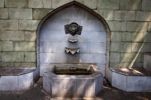クリミア半島、コレイスのダルバー宮殿にある古代の噴水