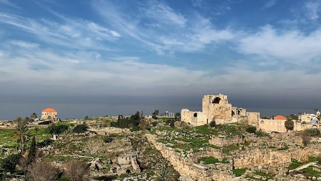 地中海沿いのビブロスレバノンの古代遺跡