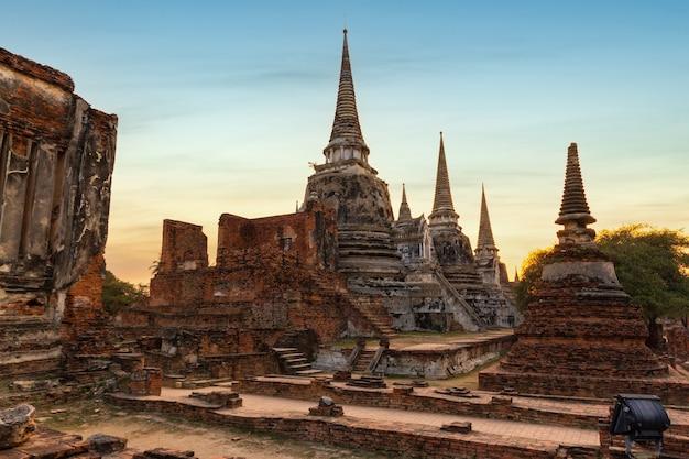 タイ、アユタヤのアユタヤ歴史公園にあるワットプラシーサンペット寺院の古代遺跡