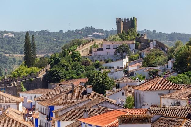 ポルトガルのオビドス村の古代の通りや家々。