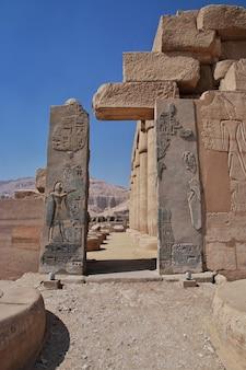 Древний храм рамессеум в луксоре, египет