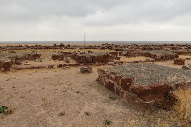 建築と考古学の複合体アクルタス。カザフスタン。