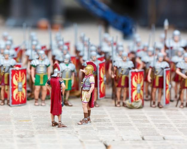 ローマの兵士の軍隊、屋外の戦争ミニチュアシーン。オブジェクトの詳細度が高いミニフィギュア、リアルなジオラマ、おもちゃモデル