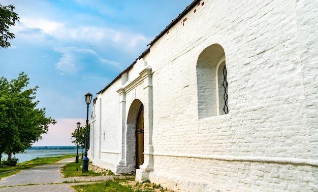 スヴィヤシュスクの町の島にある仮定修道院。ロシアで