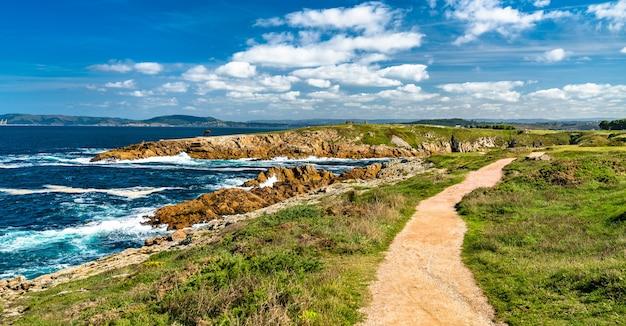 スペインのア・コルーニャの大西洋の海辺