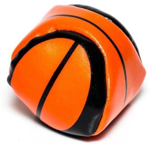 白い背景で隔離のバスケットボールのお土産。