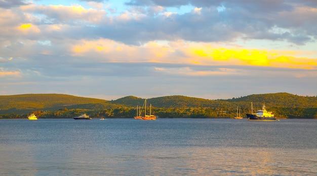 夕方のコトル湾、モンテネグロ