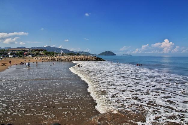 インドネシア、パダン市のビーチ