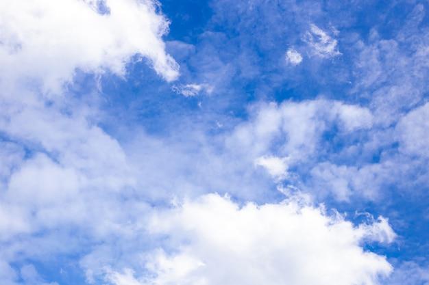 흰 구름, 아름 다운 풍경과 아름 다운 푸른 하늘.