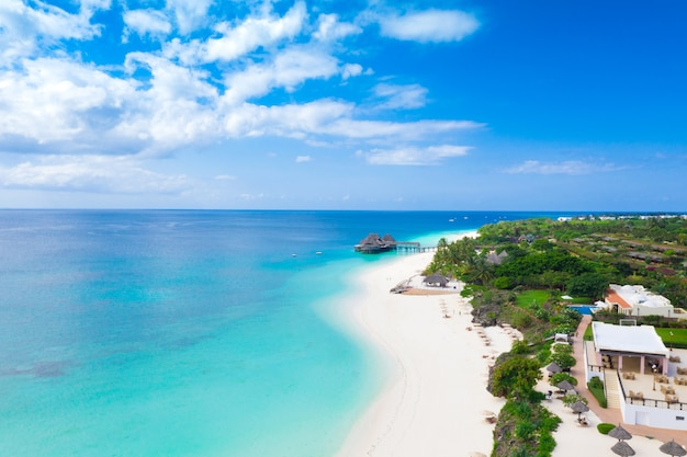 Красивый тропический остров занзибар с высоты птичьего полета.