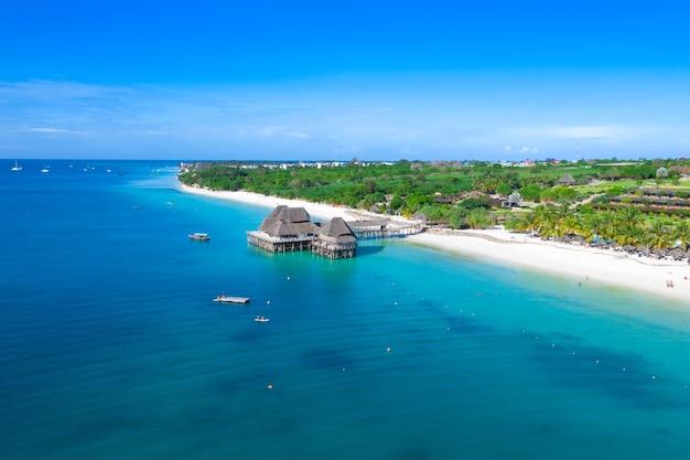 Красивый тропический остров занзибар, вид сверху