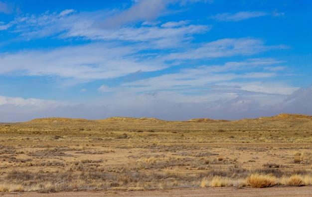 ニューメキシコの砂漠の上に山の始まり