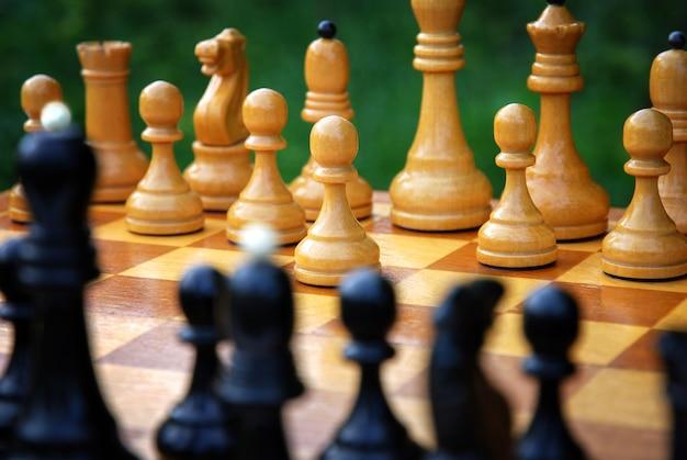 Начало шахматной партии - начинается белая пешка