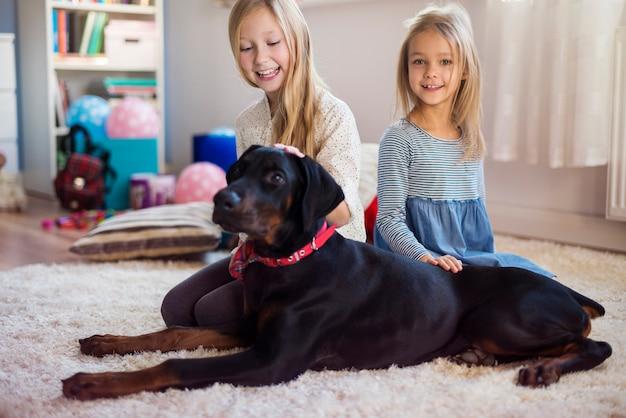 아이들의 가장 친한 친구는 개입니다