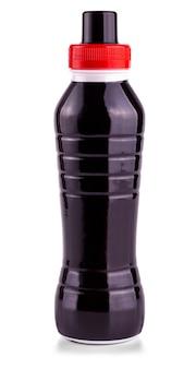 Черная бутылка напитка на белой поверхности.