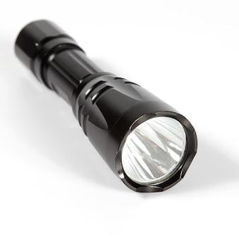 흰색 바탕에 검은 손전등