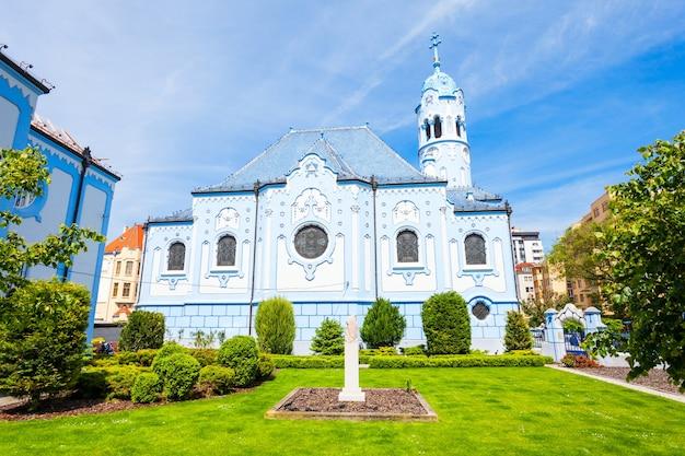 블루 교회 또는 세인트 엘리자베스 교회 또는 슬로바키아 브라 티 슬라바 구시 가지에있는 모드 리 코스 톨 스바 테이 알츠 베티