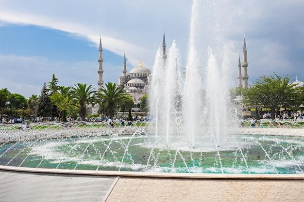 トルコ、イスタンブールのブルーモスク(スルタンアフメットモスク)