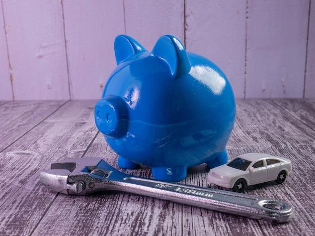 貯金箱と車のコンセプトカーの節約のための青い貯金箱
