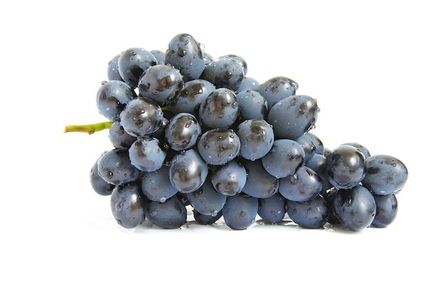 Ветка винограда с каплями воды