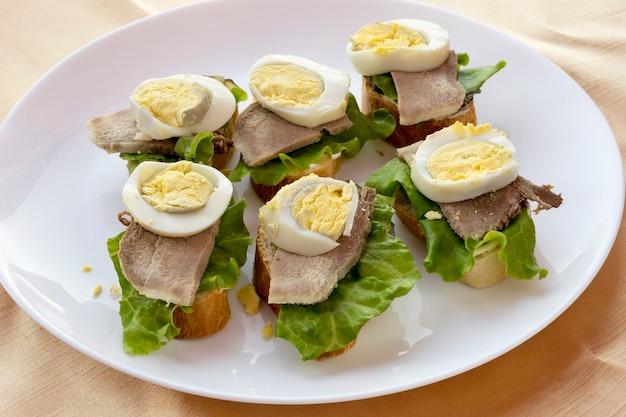 パン、レタス、卵入りの言葉。