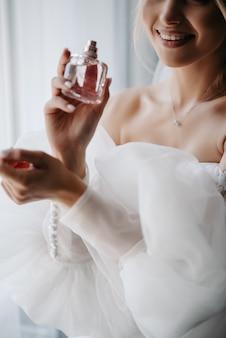 花嫁は香水で香りがします