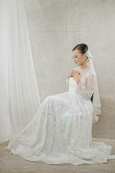 Невеста с юбкой в премиум фото