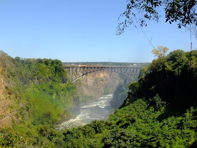 橋、ビクトリアの滝は国境のザンビアとジンバブエ