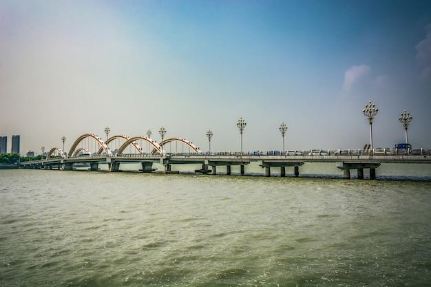도시와 다리