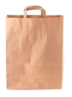 Коричневый бумажный пакет на белом фоне. концепция отказа от пластиковых пакетов. крупный план