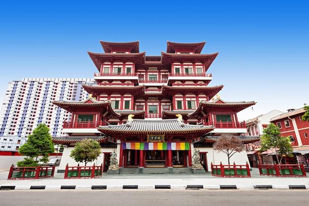 Храм зуба будды - буддийский храм, расположенный в районе чайнатаун в сингапуре.