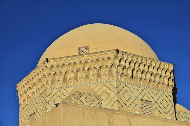 Здание древнего города йезд в иране
