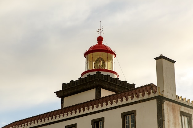 Здание старого маяка. время заката