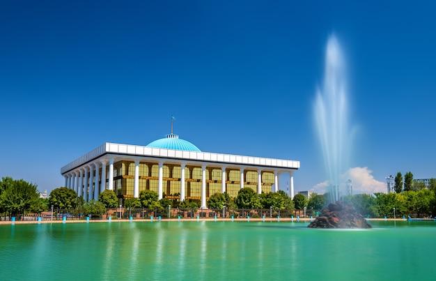 타슈켄트에있는 우즈베키스탄 의회 건물