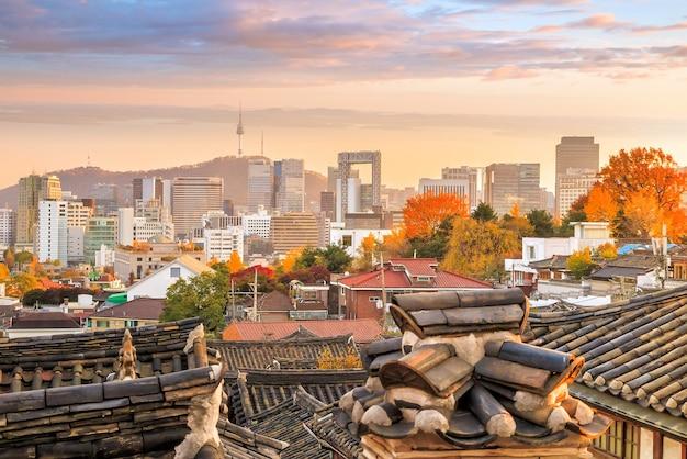 Исторический район букчон ханок в сеуле, южная корея.