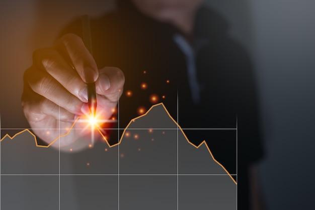 암호 화폐 거래 그래프, 새로운 경제 개념 컴퓨터 그래픽 조명, 비즈니스 및 금융을 가진 사업가, 손에 집중