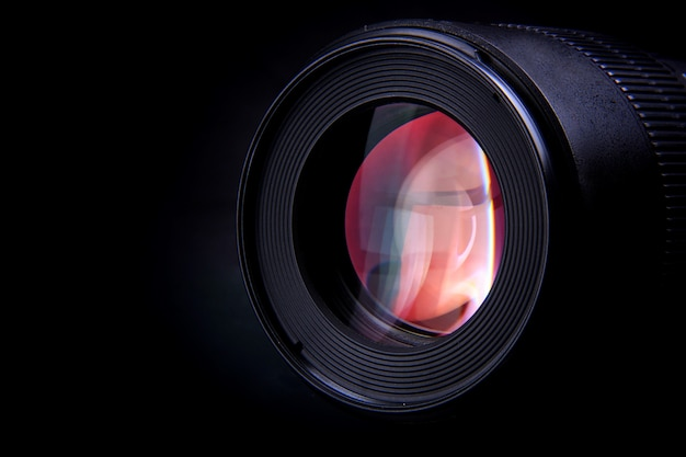 특별한 순간을 포착하는 사진 장치의 카메라 렌즈