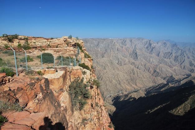 サウジアラビアのアシル地域の峡谷