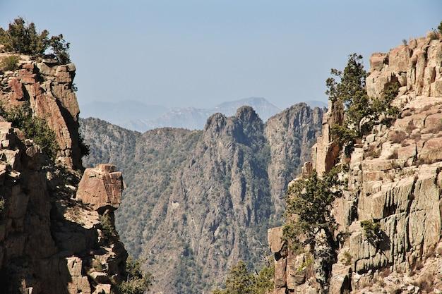 サウジアラビアアシル地域の峡谷